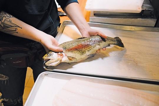 Dù thích ăn cá tới đâu cũng cần tránh 5 thời điểm này - Ảnh 5.