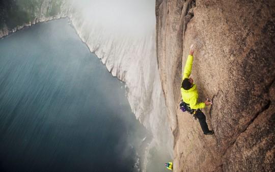 8 địa điểm leo núi đáng sợ nhất thế giới - Ảnh 5.