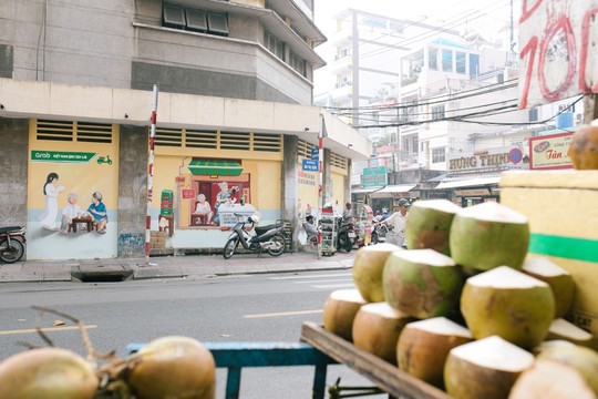 """Tác phẩm """"Sài Gòn buổi sáng"""" ở góc đường Bùi Thị Xuân - Lương Hữu Khánh"""