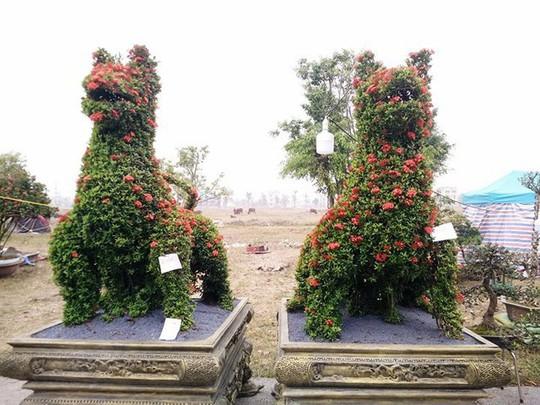 """Những linh vật """"khủng"""" tạo hình từ hàng trăm cây hoa mẫu đơn - Ảnh 5."""