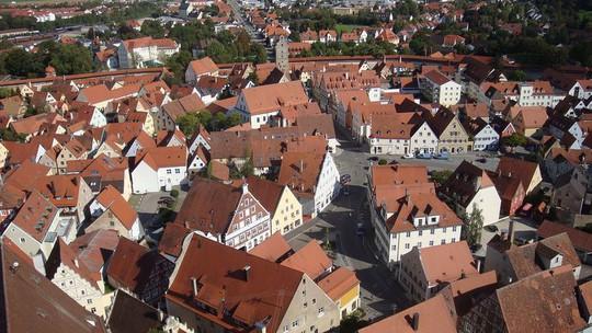 Thị trấn được bao phủ bởi 72.000 tấn kim cương - Ảnh 2.