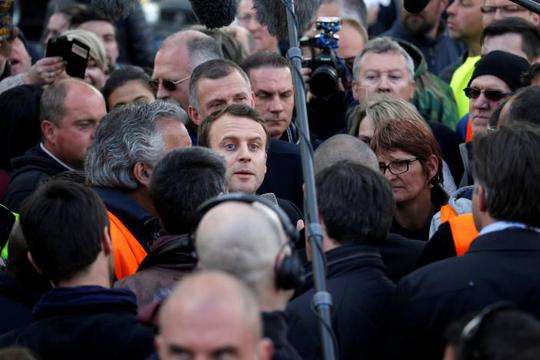 Pháp: Bà Le Pen phục kích ông Macron - Ảnh 5.