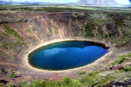 Điêu đứng trước vẻ đẹp 10 hồ núi lửa đẹp ngất ngây - Ảnh 2.