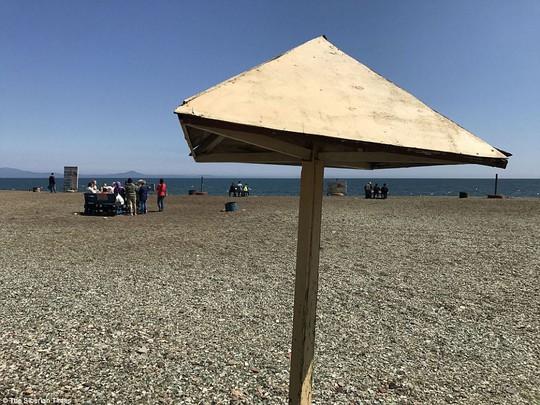 Bãi biển thủy tinh lấp lánh có nguy cơ biến mất - Ảnh 6.