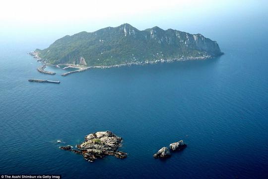 Hòn đảo kỳ lạ, chỉ đón tiếp đàn ông, cấm tiệt phụ nữ - Ảnh 2.