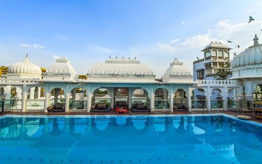 10 khách sạn có bể bơi sân thượng đẹp nhất - Ảnh 6.