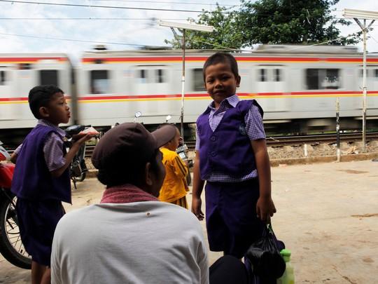 Chùm ảnh đẹp về ngày tựu trường ở 12 quốc gia trên thế giới - Ảnh 6.