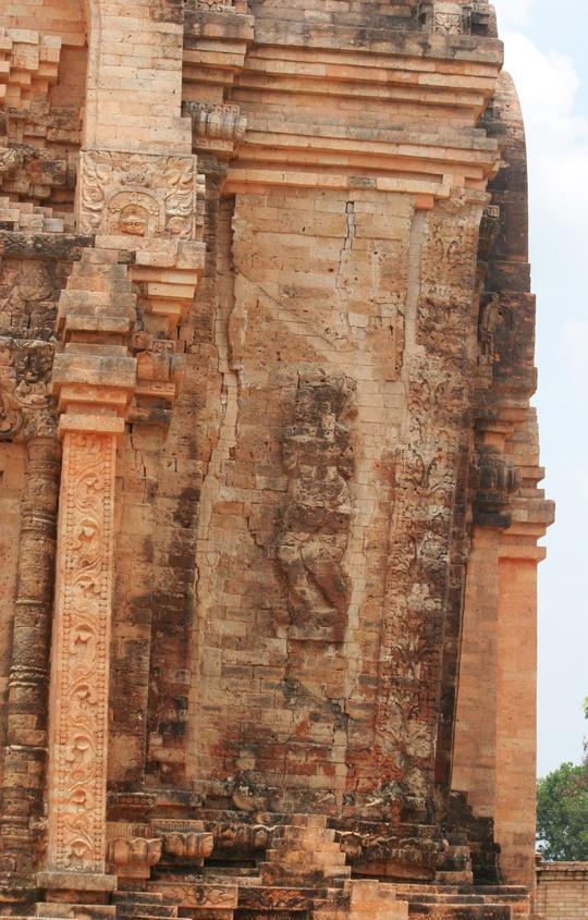 Đến thăm tháp cổ Chót Mạt - Ảnh 6.