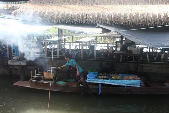 Đi chợ nổi Taling Chan ở Bangkok - Ảnh 6.