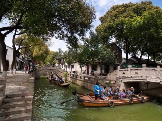 10 cổ trấn đẹp như trong phim ở Trung Quốc - Ảnh 6.