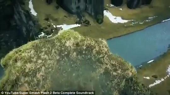 Hãi hùng du khách mạo hiểm đi trên gờ vách núi tử thần - Ảnh 3.