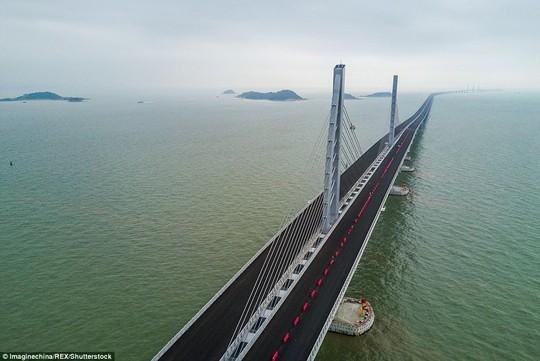 Ngắm cầu vượt biển 55km, dài nhất thế giới - Ảnh 3.