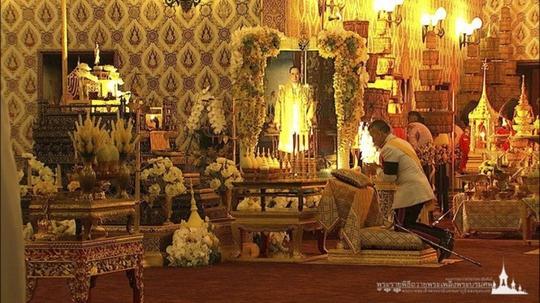 Thái Lan: Thi hài cố quốc vương được đưa vào tháp hỏa táng - Ảnh 16.