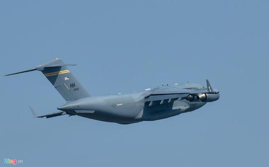 Máy bay vận tải đoàn Tổng thống Donald Trump đến Hà Nội - Ảnh 6.