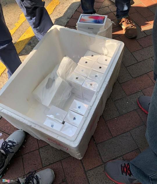 iPhone X đóng thùng xốp, bán như cá ở Hong Kong - Ảnh 6.