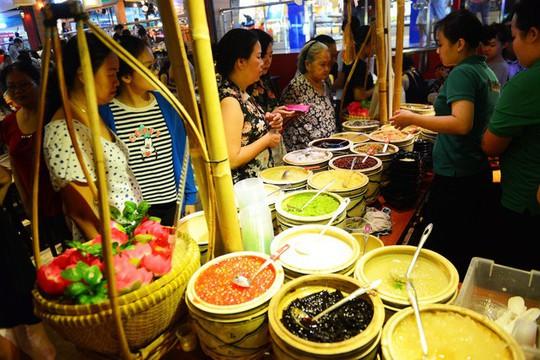 Ăn uống dưới phố ngầm giữa trung tâm Sài Gòn - Ảnh 6.
