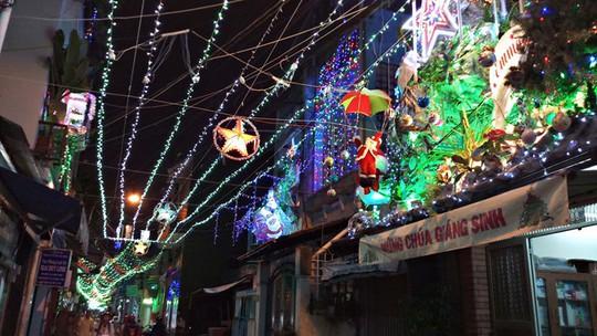 Không khí Noel ở những xóm đạo lớn nhất Sài Gòn - Ảnh 6.