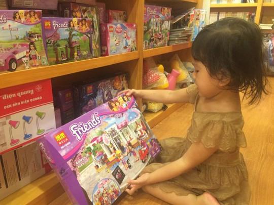 Trẻ em giờ không còn ham đọc sách như những thế hệ trước bởi có quá nhiều thú chơi hấp dẫn và màu sắc khác đang bủa vây (Ảnh minh họa)