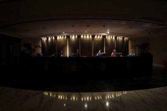 Khách sạn Royal Plaza on Scotts – Singapore tham gia Giờ Trái đất. Ảnh: THE STRAITS TIMES