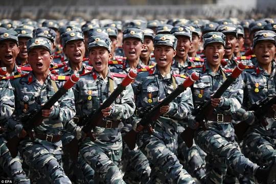 Binh lính Triều Tiên diễu hành. Ảnh: EPA