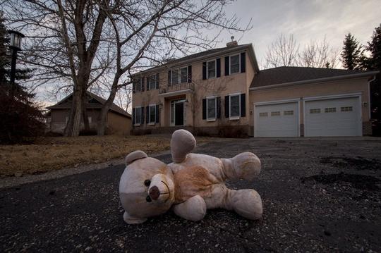 Khu biệt thự triệu đô bị bỏ hoang đầy ám ảnh ở Canada - Ảnh 7.