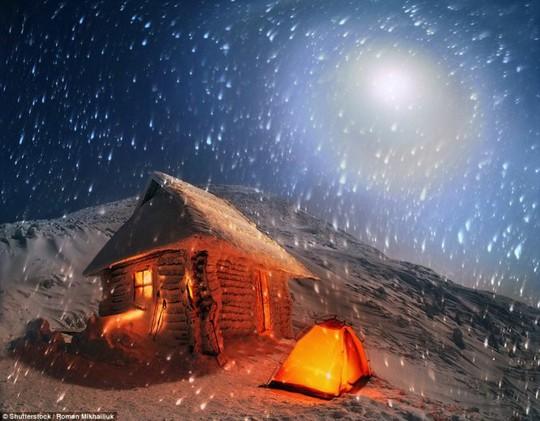 Hang Sơn Đoòng nằm trong các khu cắm trại độc đáo nhất thế giới - Ảnh 7.