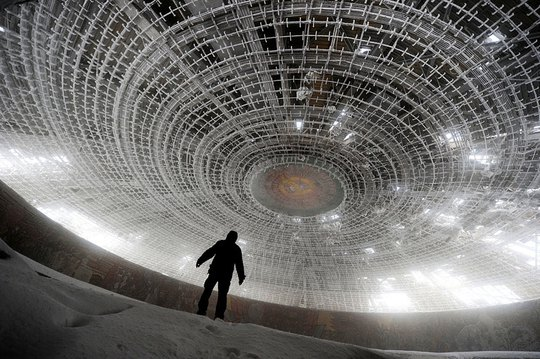 11 công trình bị bỏ hoang có vẻ đẹp ma mị trên thế gian - Ảnh 7.