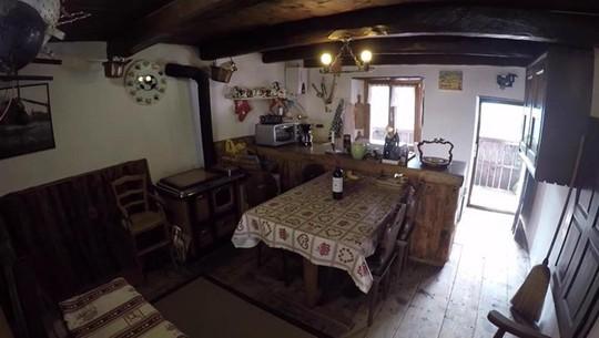 Ngôi làng chỉ có 13 người sắp trở thành khách sạn - Ảnh 7.