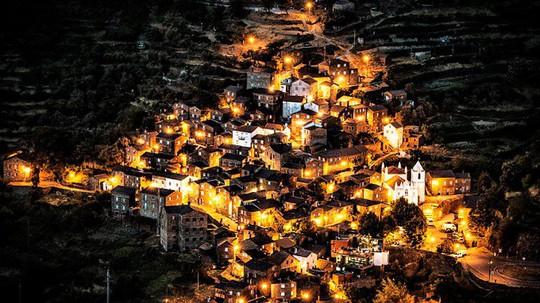 8 ngôi làng cheo leo bên vách đá ngoạn mục đáng để trốn đời - Ảnh 7.