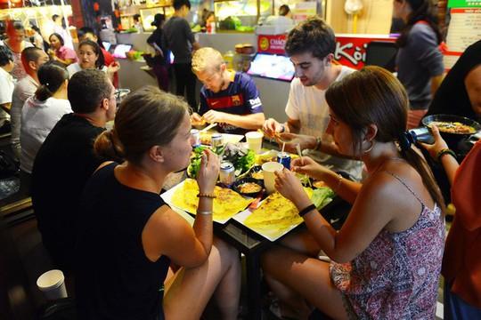 Ăn uống dưới phố ngầm giữa trung tâm Sài Gòn - Ảnh 7.