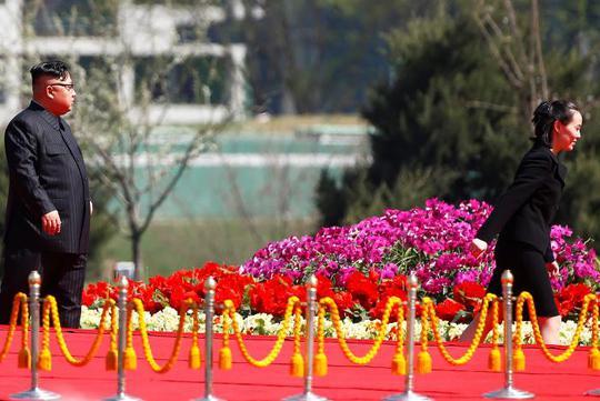 Lãnh đạo Kim Jong-un (trái) và em gái Kim Yo-jong tham dự sự kiện. Ảnh: Reuters