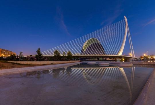 Tròn mắt trước 20 cây cầu có cấu trúc ấn tượng nhất thế giới - Ảnh 8.