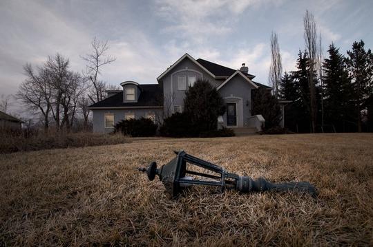 Khu biệt thự triệu đô bị bỏ hoang đầy ám ảnh ở Canada - Ảnh 8.