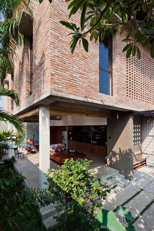 Bí ẩn sang chảnh trong ngôi nhà mái lá giữa Sài Gòn - Ảnh 8.