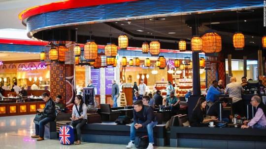 Một sân bay có lượt khách nhiều hơn dân số Việt Nam! - Ảnh 8.