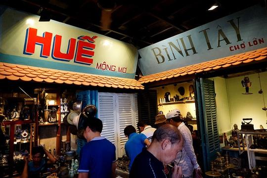 Chợ ve chai nghìn đô giữa lòng Sài Gòn - Ảnh 8.