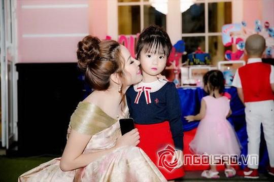 Dàn sao Việt mừng sinh nhật hoàng tử nhà Hoa hậu Bùi Thị Hà - Ảnh 7.