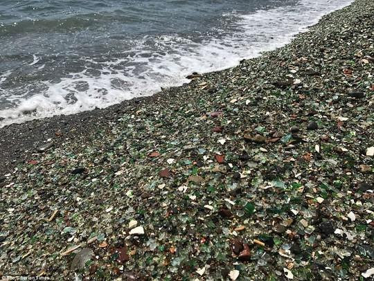 Bãi biển thủy tinh lấp lánh có nguy cơ biến mất - Ảnh 9.