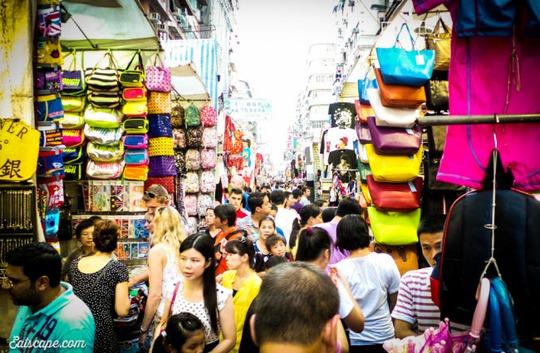 Chợ Quý Bà, thiên đường mua sắm hàng hiệu giá rẻ ở Hồng Kông - Ảnh 3.