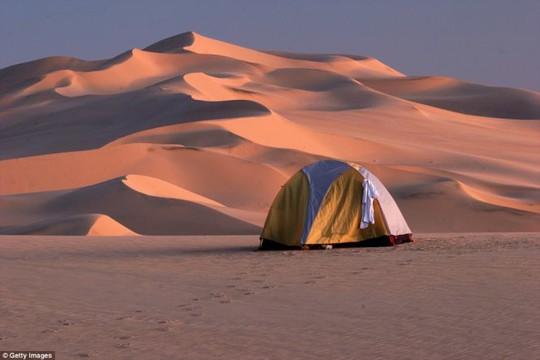 Hang Sơn Đoòng nằm trong các khu cắm trại độc đáo nhất thế giới - Ảnh 9.