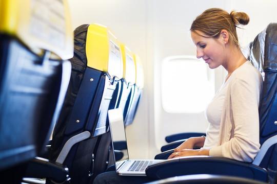 10 điều nên làm trên máy bay để thư giãn trong suốt hành trình - Ảnh 9.
