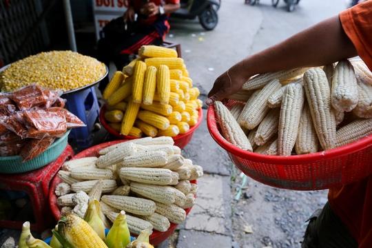 Chợ bắp lớn nhất Sài Gòn - Ảnh 9.