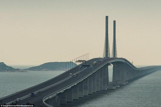 Ngắm cầu vượt biển 55km, dài nhất thế giới - Ảnh 4.