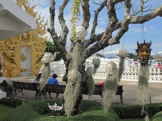 Khám phá ngôi đền trắng kỳ dị ở Thái Lan - Ảnh 8.