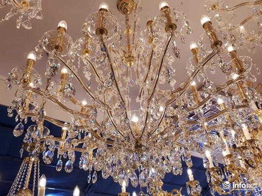 Ngắm đèn chùm giá nửa tỷ đồng thả dáng đẹp hút hồn - Ảnh 9.