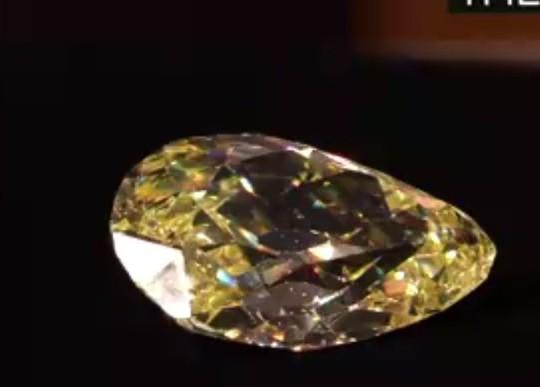 Ngắm hai viên kim cương vàng lớn nhất thế giới đấu giá hôm nay - Ảnh 9.