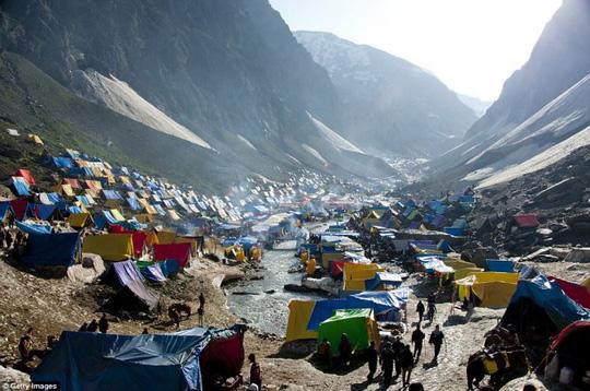 Hang Sơn Đoòng nằm trong các khu cắm trại độc đáo nhất thế giới - Ảnh 10.