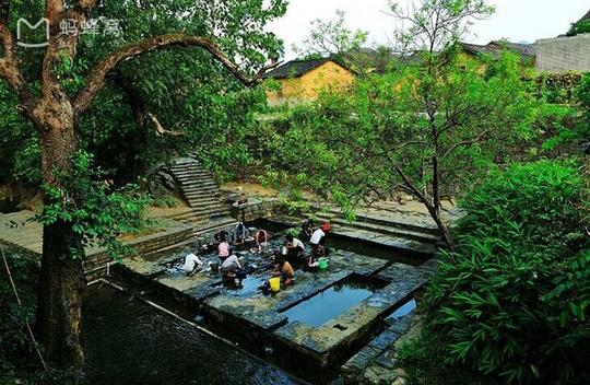 Những điểm du lịch nổi như cồn, đẹp lung linh ở Trung Quốc - Ảnh 10.