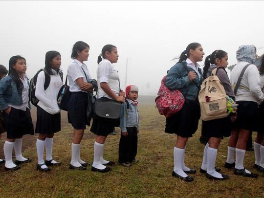 Chùm ảnh đẹp về ngày tựu trường ở 12 quốc gia trên thế giới - Ảnh 10.