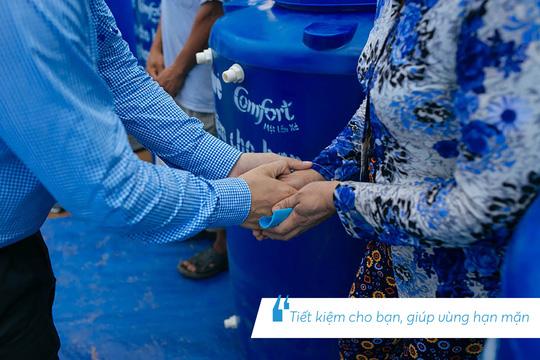 Những hình ảnh đáng nhớ trong hành trình trao tặng nước sạch - Ảnh 10.